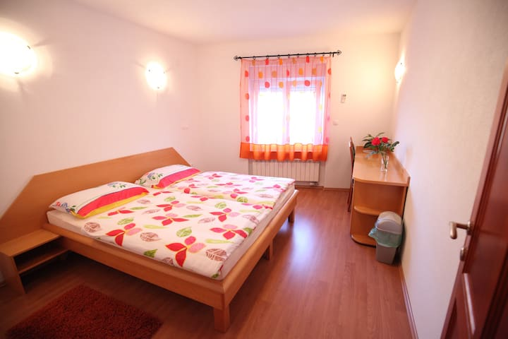 Double room 1 with private bathroom - Barka - Huoneisto