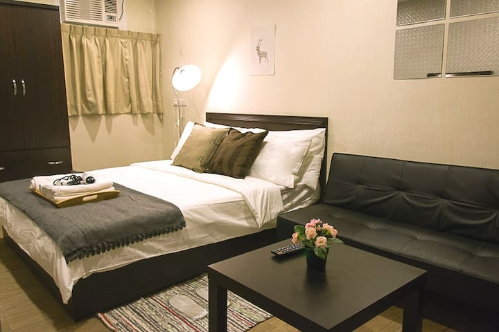 Clean & Spacious studio C - 5min walk to Ximen MRT