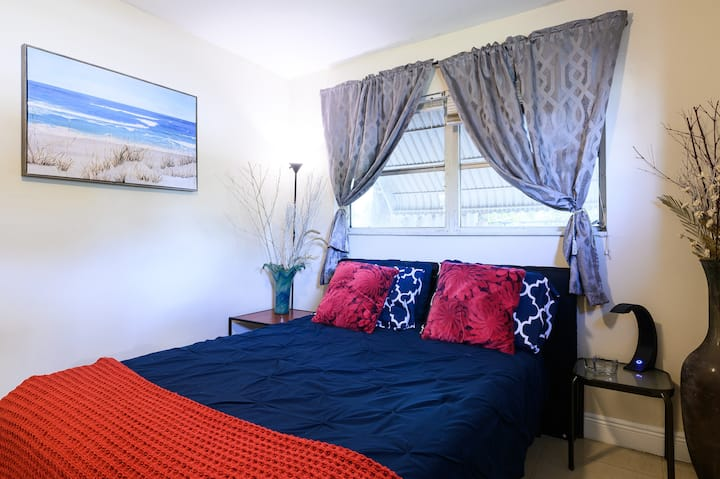 Private Bedroom & Breakfast, WI FI, Premier Cable