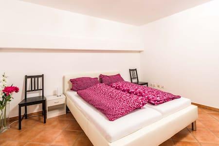 Private 50sqm Apartment with Sauna in Souterrain - Apartamento