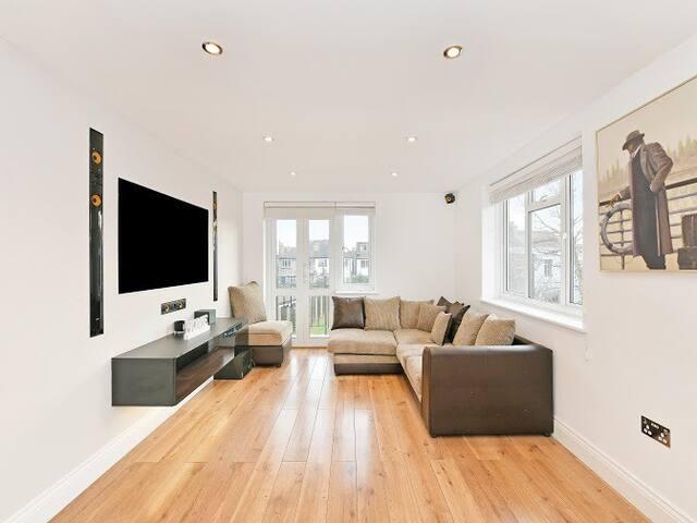 Luxury Golders Green Apartment
