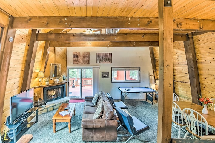 New Listing! Mountain cabin w/ a spacious layout, pool table, loft, & yard
