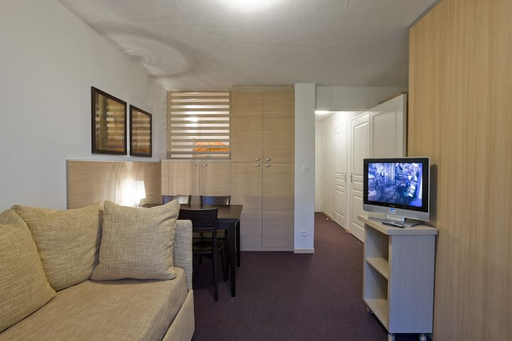 Sit back and relax in this comfortable apartment in a great location.