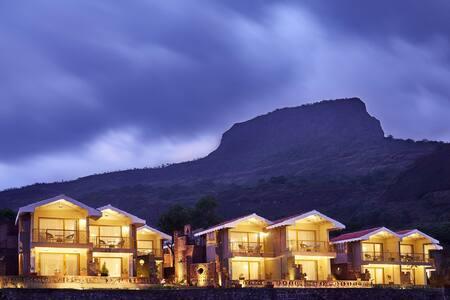Boutique Resort in Malshej