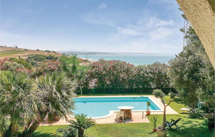 Semi-Detached with 4 bedrooms on 430m² in Menfi -AG-