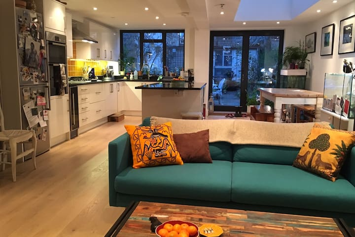 Great transport links to West End and City - London - Hus