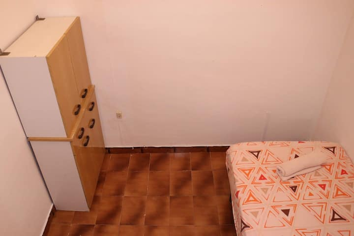 Cozy Single Room for Solo travel in<3 Barcelona