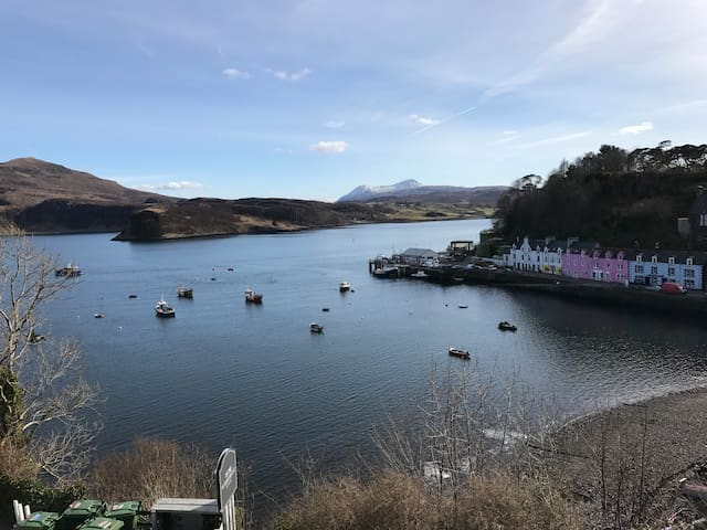 Beautiful Portree bay view double room - Portree - House