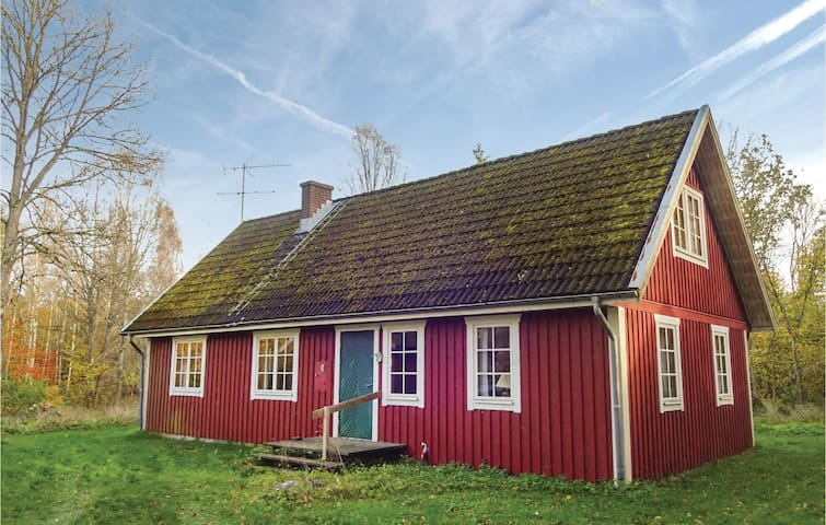 Holiday cottage with 4 bedrooms on 150 m² in Killeberg