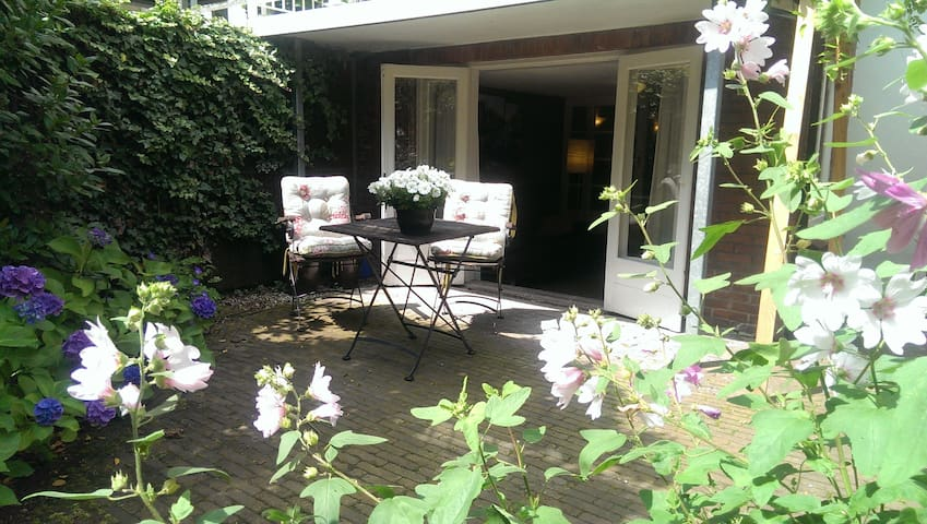 Nice appartment with beautiful, quiet garden - Duivendrecht - Apartament