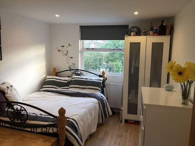 BEAUTIFUL ROOM PERFECT FOR SIGHT-SEEING IN LONDON