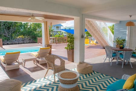 Beach Cottage with pool, Dock and beach access