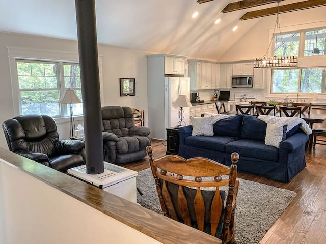 SUMMER FAMILY FUN: Chapel Point Cove- Cielo Property Management - Lake Lure Cottage