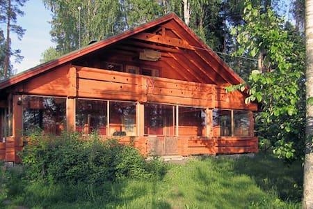 Large log house by the lake - Mikkeli - Chatka