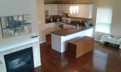 Bright 2Bedroom By Hospital w/Dishwasher & Laundry