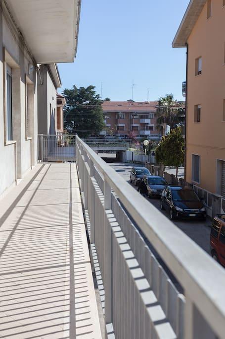 Balcone su strada via Antonelli