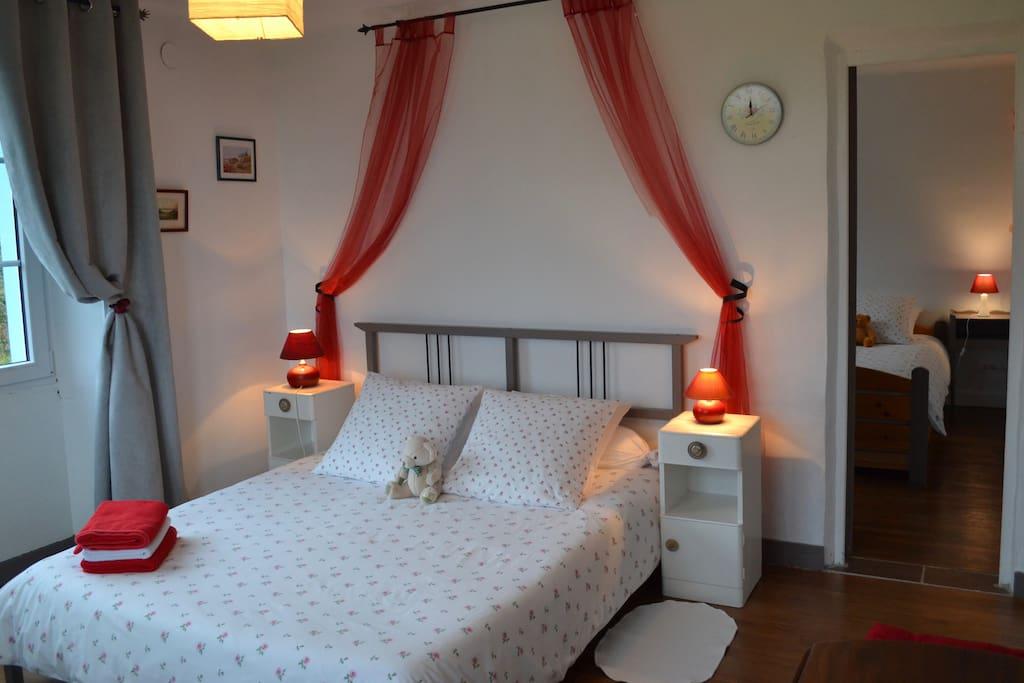 Chambre familiale pour 4 personnes guesthouse for rent for Chambre communicante