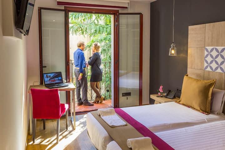 Superior Room with Balcony in Sagrada Familia