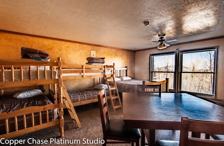 Brian Head Platinum Studio, Sleeps 7, Pool/Jacuzzi