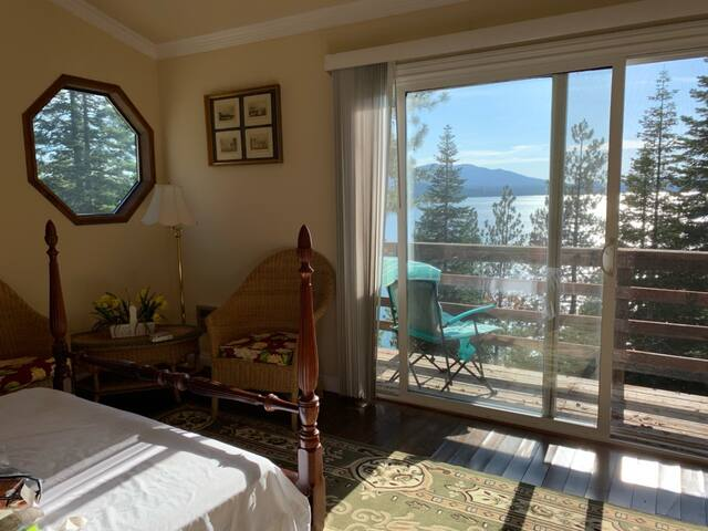 Lake Almanor Country Club Waterfront Cabin