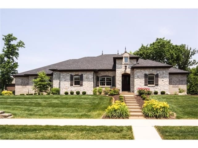 6265 sq ft custom 2 yr old Geist Lake area home - Fortville - House
