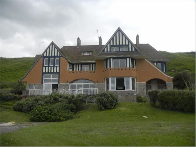 The Grand Villa Hardelay. Omaha beach ,Normandy - Vierville-sur-Mer - Villa