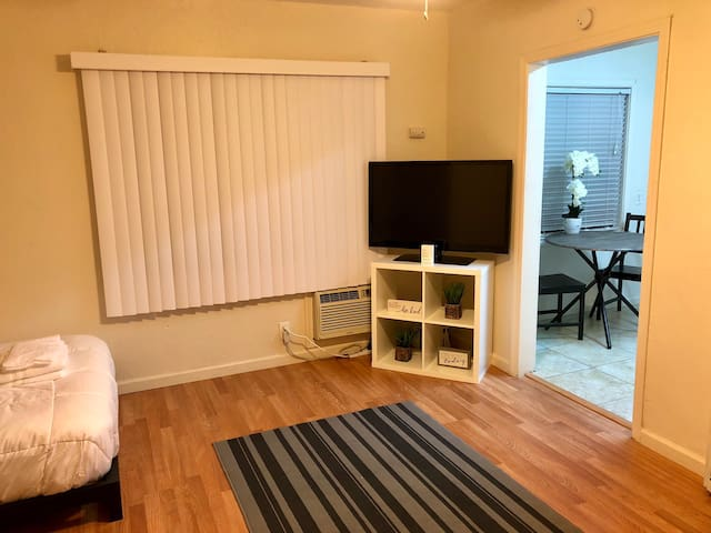 Heart of Midtown Apt. With Free Parking!