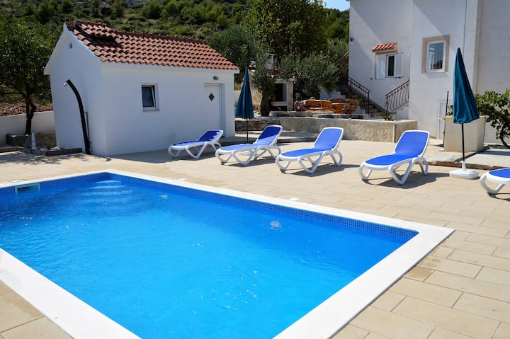 Holiday house for 6 persons with new private pool