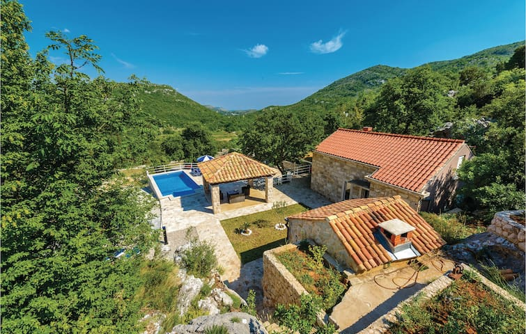 Holiday cottage with 1 bedroom on 70m² in Mrcevo