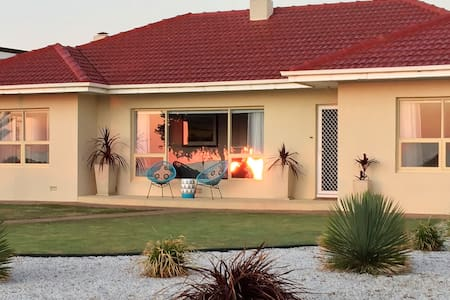 """Jewel of the South"" Beachside Holiday Home"