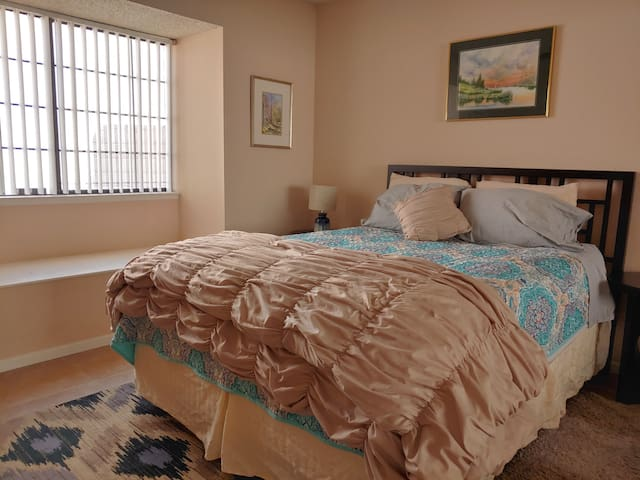 Comfortable Room in the Heart of Green Valley