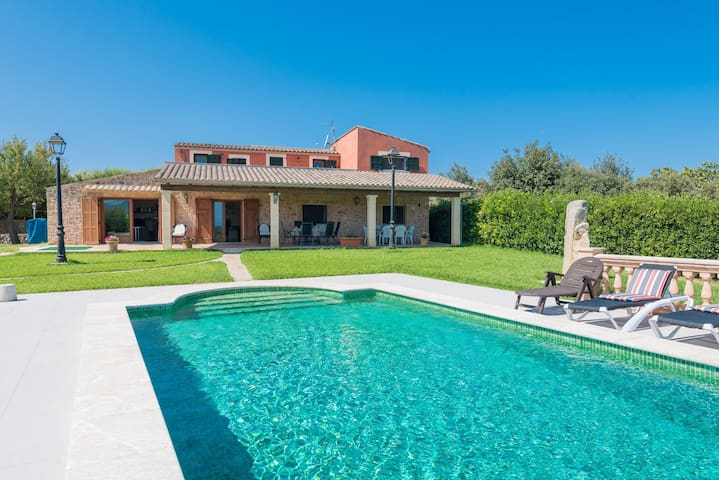 Country Estate Las Comas de Dalt with Infinity Pool, View over Alcúdia Bay, Air Conditioning & Wi-Fi; Pets Allowed, Parking Available
