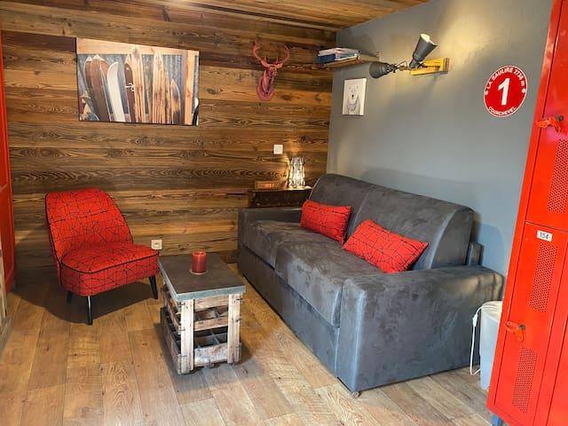 Canapé lit ( acheté en août 2020) ouverture facile, matelas ferme en 140x190 18 cm.