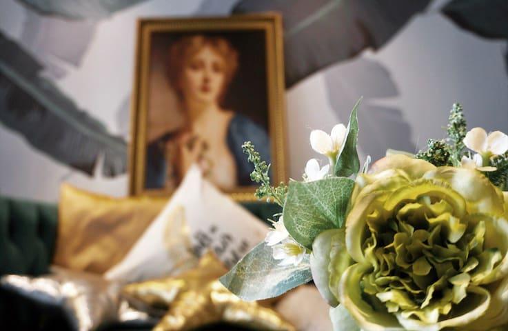 【Always.秘密花园 超大床精致loft】地铁口/海岸城/江南大学/鼋头渚/可达融创文化旅游城