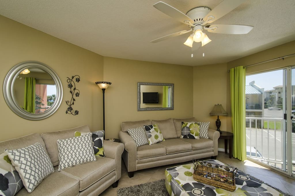 This beautifully decorated one-bed/one-bath is open, bright and welcoming.