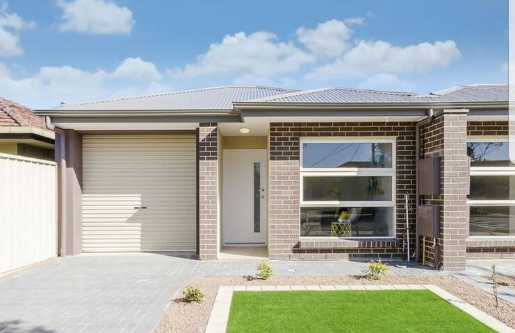 ☆LUXE SPACIOUS HOME☆NEW☆CLOSE 2 CBD☆ CAFES☆CLEAN☆