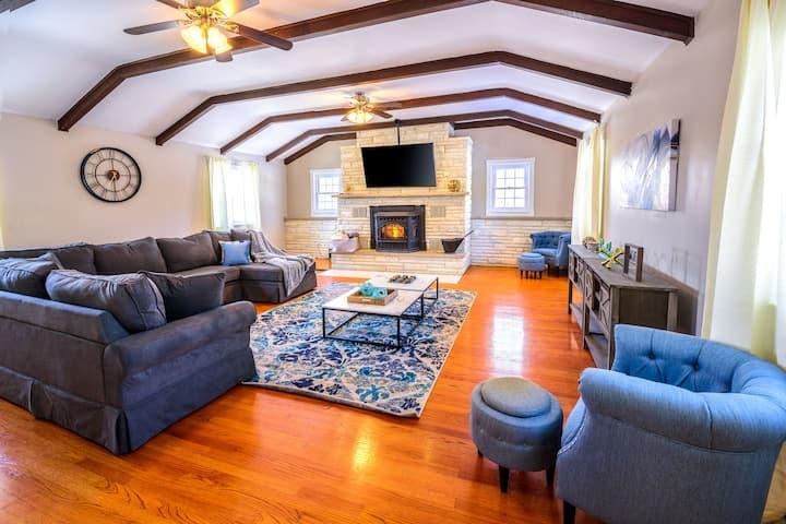 """Modern Clean 6BR Pocono Lake Home W/Balcony"""