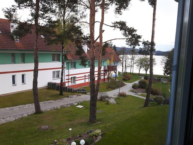 Prostorný apartmán s terasou v blízkosti Lipna