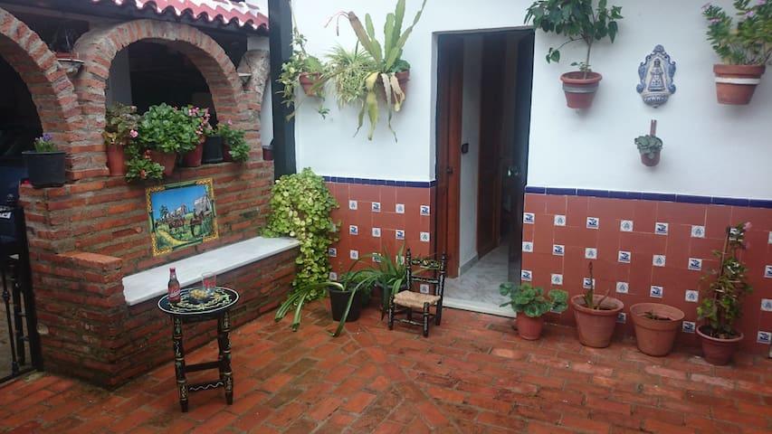 EN LA PUERTA PARQUE NACIONAL DOÑANA - El Rocío