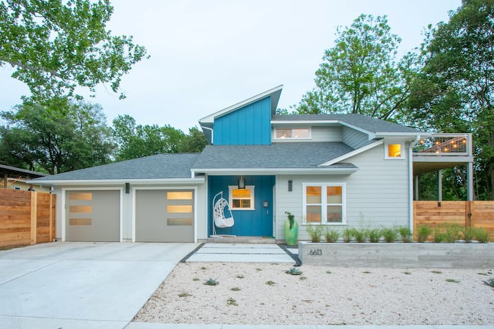 Brand new 2/2 - two King beds Central Austin