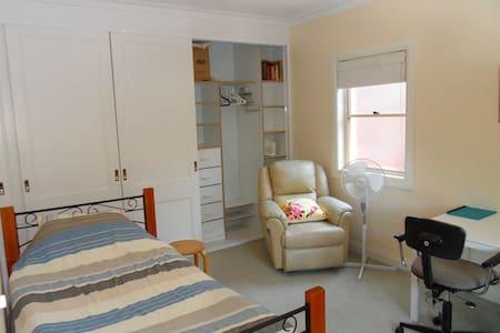 Private Room & Bathroom near beach - Maroubra