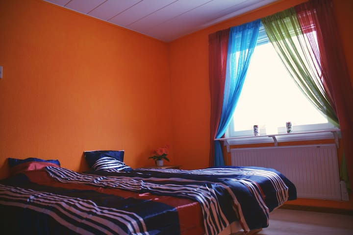 Orange room double bed private - Kiruna - Hus