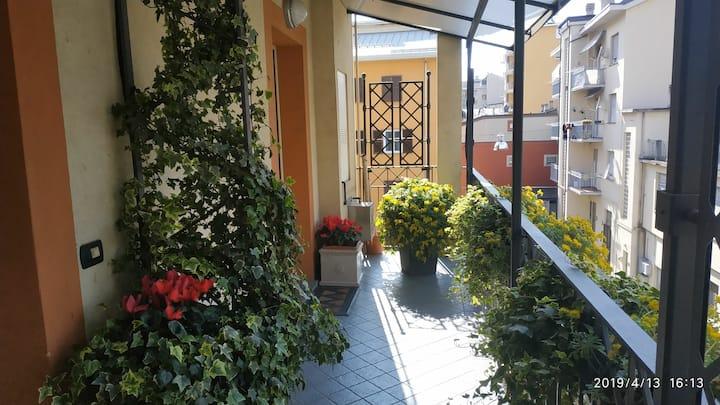 """Bilocale: """"balconi fioriti"""""""