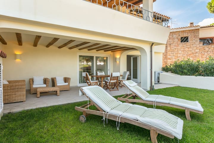 Cottage Near the Beach with Air Conditioning, Terrace & Garden; Pets Allowed