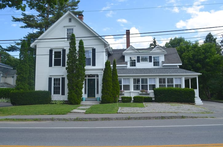 Charming New England home in the heart of Camden! - Camden - Hus