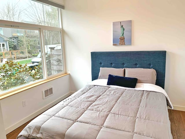 Cozy Room, walking distance to downtown Ballard