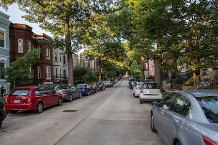 Spacious DCity Row House/Newly Renovated! 6 beds. - Washington - Apartment