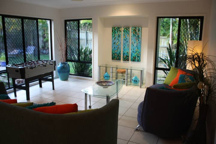Sunshine Coast Spacious Villa with Pool Sleeps 8