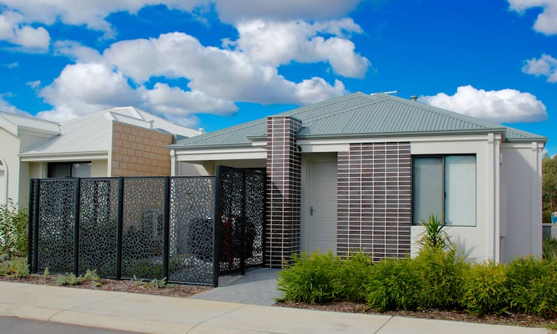 A lovely Small space, Entire Unit^^ - Canning Vale