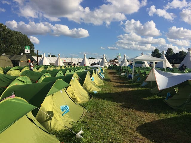 Tent Sharing - The Hive Resort at Rock Werchter 18